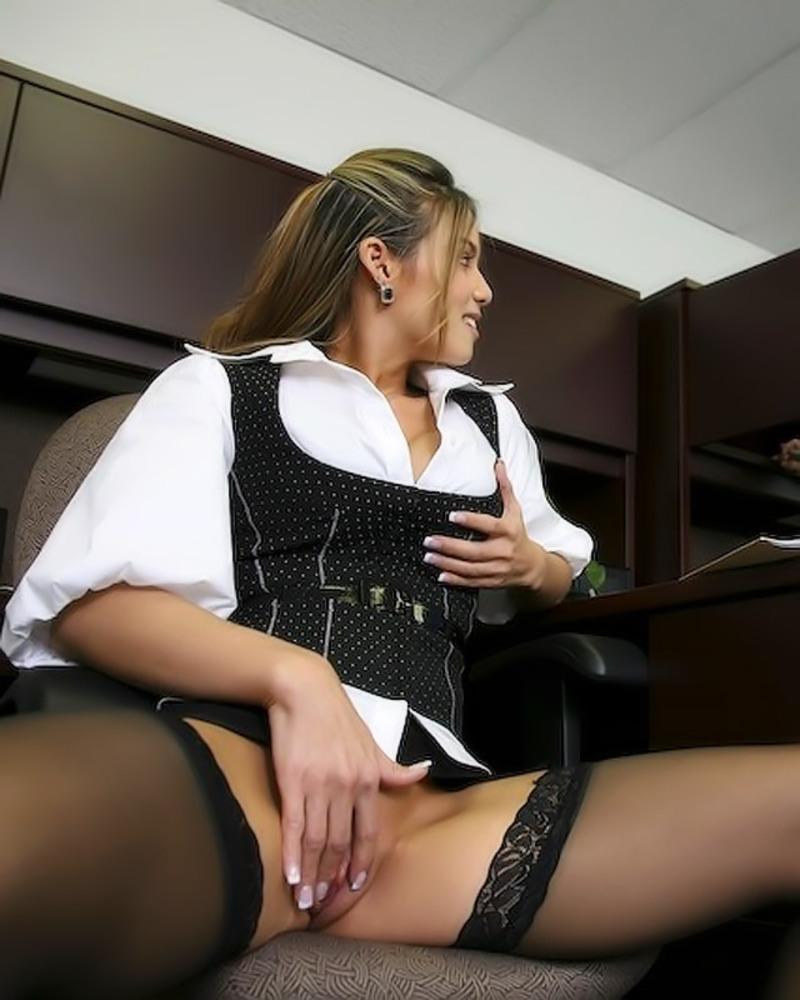 Смотреть порно онлайнмастурбация под столом